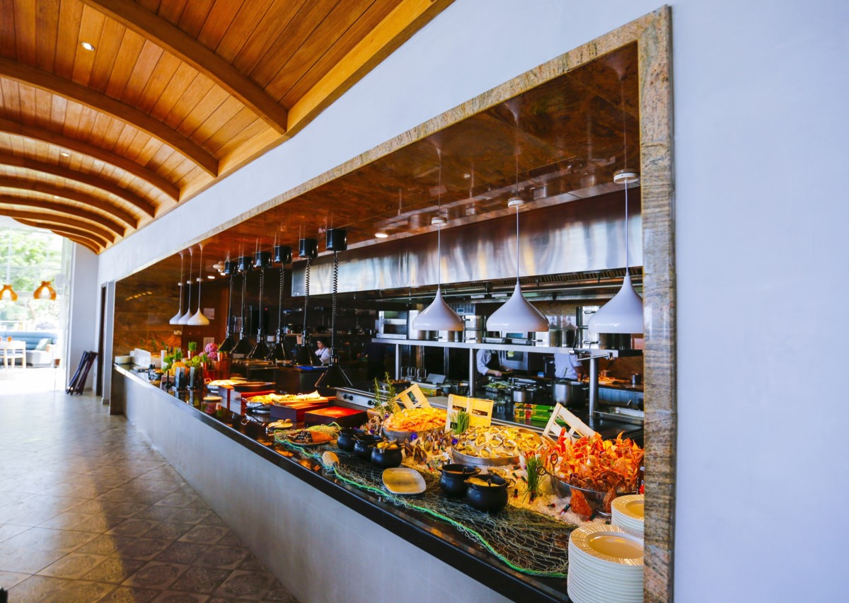 Looking for the ideal Friday Brunch?  All roads lead to Al Bustan Palace!