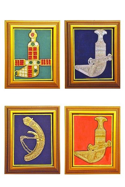 Oman artist Kavitha Ramakrishna presents Maryam Mohammed Al Zadjali with special Tanjore painting