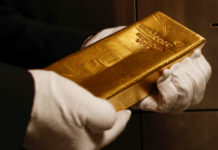 Goldman Sees Gold Hitting $1,800 as 'Haven of Last Resort'