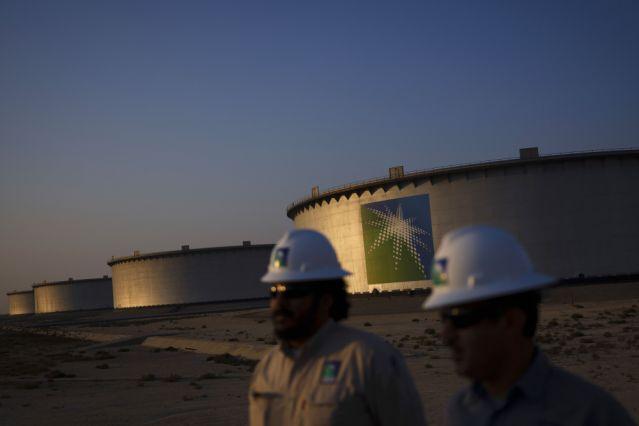 Aramco Slashes Spending as Virus Erases Oil Demand Growth