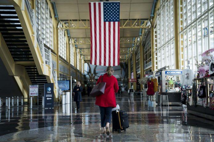 Airlines, Airports Seen Needing Costlier Revamp for Virus Era