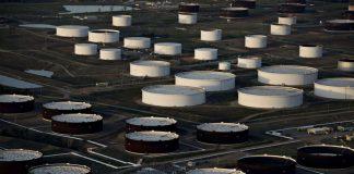 Oil Extends Slide Below $32 on Signs U.S. Stockpiles Swelled
