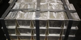 Silver Rockets Higher, Gold Nears Record in Flight to Havens